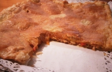 Empanada Rellena de Pisto con Solomillo de  Atún