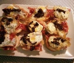 Tostadas de Jamón y Huevo de Codorniz
