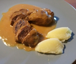 Carrillada de Cerdo con Salsa de Oporto y Pure de Patatas