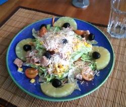 Ensalada de Piña y Queso Parmesano